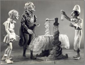 Photo of scene from Sleeping Beauty from http://stevenspuppets.com/shows/sleeping-beauty/