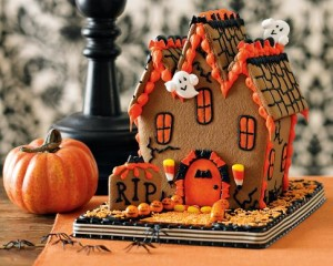 halloween-haunted-gingerbread-house